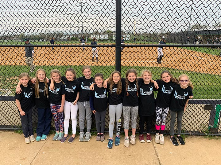 10U Futures Cheer on Local Rivalry